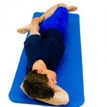 Ćwiczenia rozciągające wpływają na zapobieganie zerwaniu i naderwaniu mięśni, w czasie jazdy na nartach.